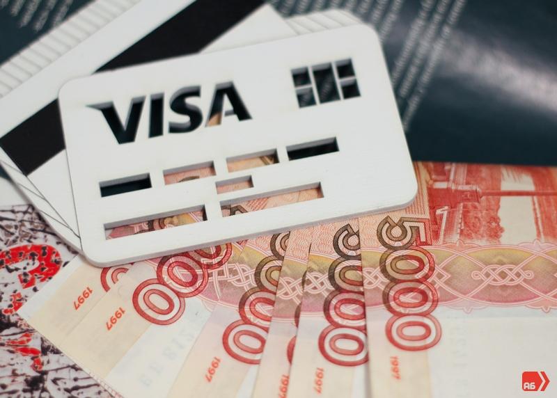 Ограничения на снятие наличных зависят не от типа карты, а от подключенного пакета услуг Альфа-Банка